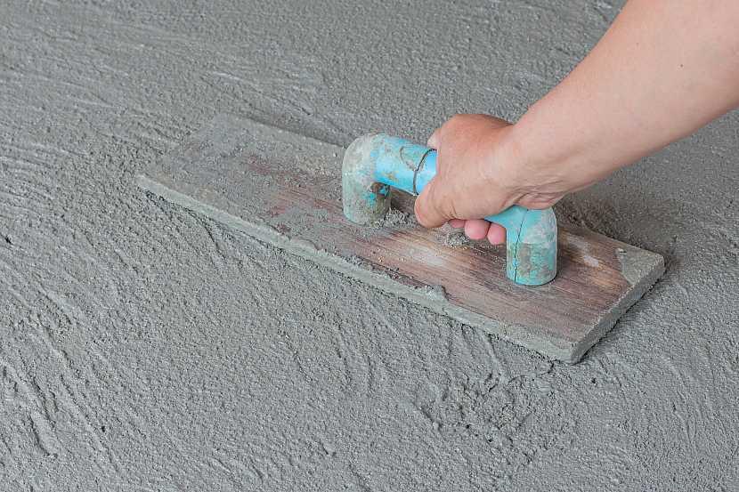 Uhlazování betonové podlahy