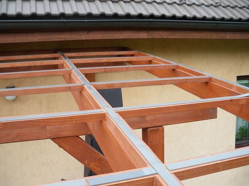 Kontaktní plochy nosné konstrukce je třeba opatřit plochým těsněním