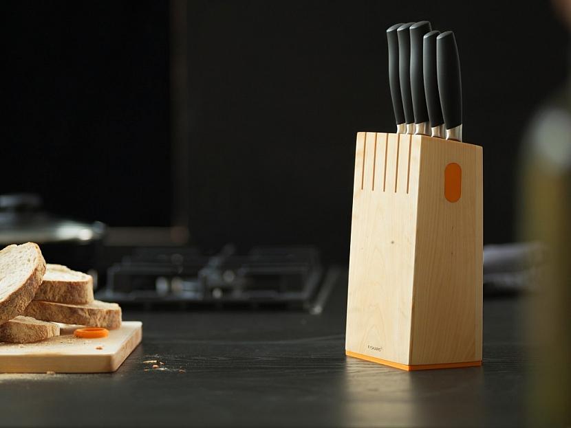 Blok s pěti noži Fiskars řady FunctionalForm+ vám poskytne vždy správný nůž na jakékoliv maso, ovoce nebo zeleninu.