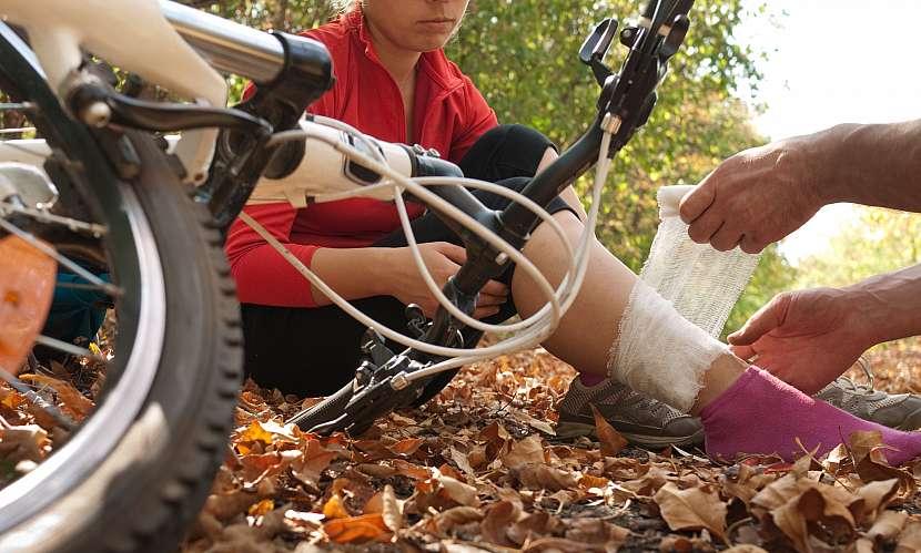 úraz nohy na kole
