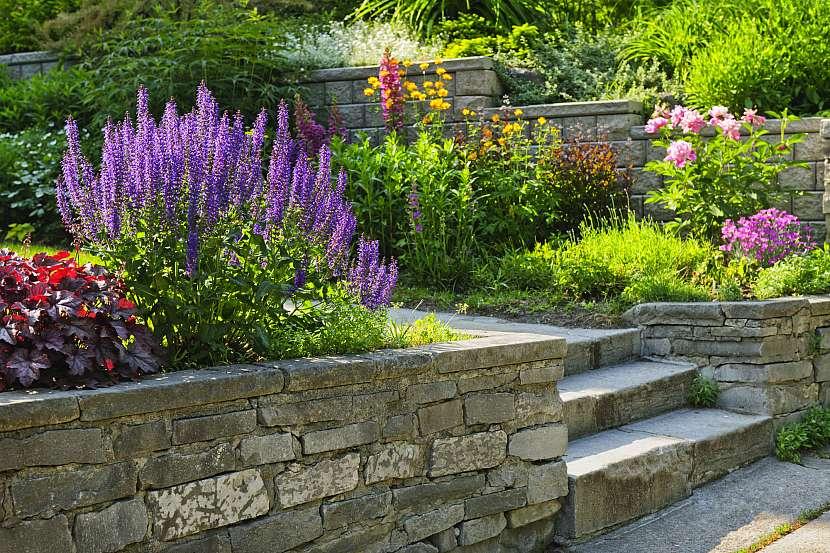 Kamenné zídky představují zajímavý prvek okrasných zahrad