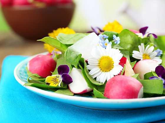 Experimentujte s jedlými květy (Zdroj: Depositphotos)