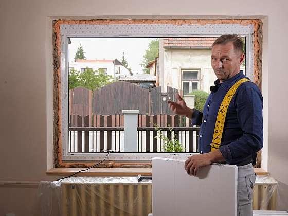 Začištění rohů po výměně oken je dalším krokem v našem seriálu o výměně oken (Zdroj: Prima DOMA MEDIA, s.r.o.)
