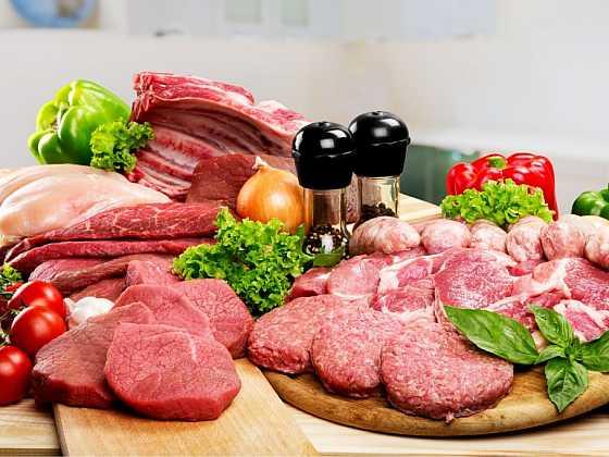 Poznáte v řeznictví, na jaké maso se díváte a jaký pokrm je z něj možné vykouzlit? Poradíme a vysvětlíme, abyste napříště již netápali a věděli. (Zdroj: Depositphotos)