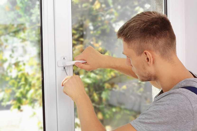 Nesmíme zapomenout ani na správnou instalaci všech okenních doplňků