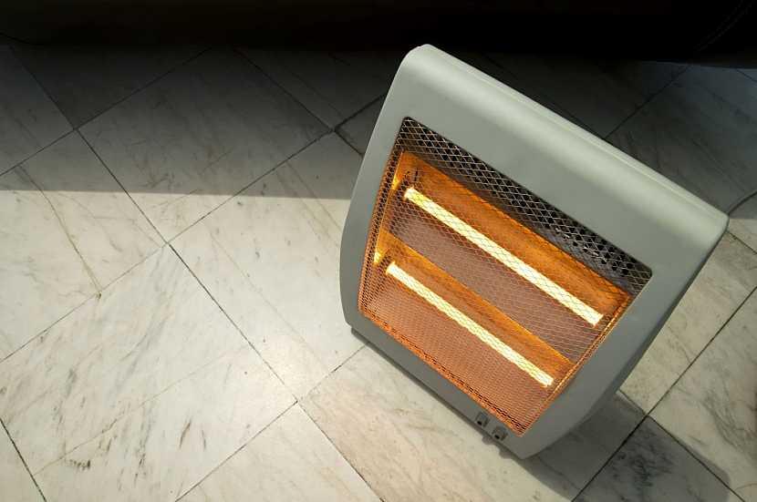 Větší elektrické topidlo, fungující na infračerveném principu
