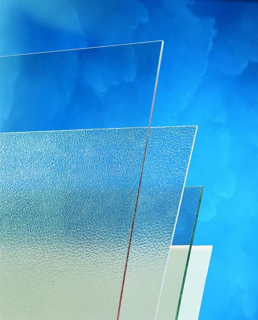6. Rozdílem mezi polykarbonátovou a skleněnou výplní
