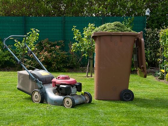 Sekání trávy patří k základním podzimním pracím na trávníku (Zdroj: Depositphotos)