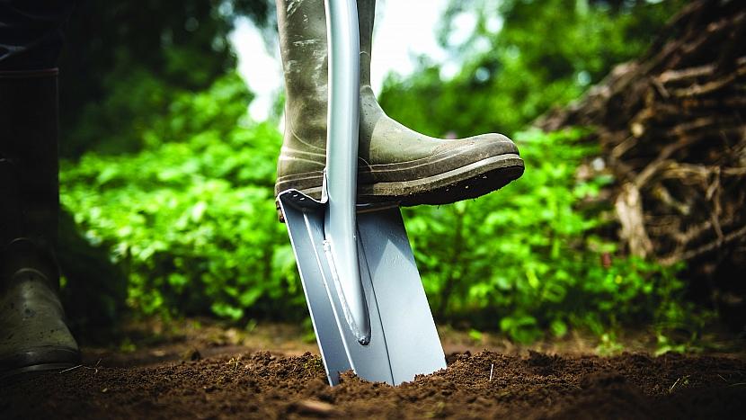 Rýč špičatý Xact je specializovaný pro rytí v tvrdé a kamenité půdě