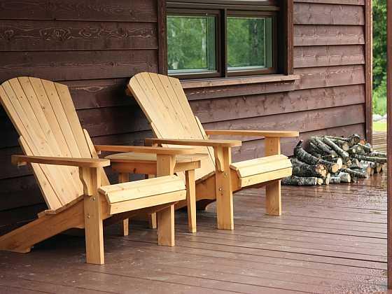 Terasy a zahradní nábytek s oleji zn. SOKRATES® (Zdroj: Building Plast)