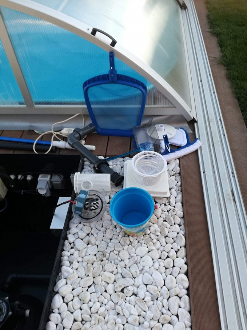 Bazénovou techniku skladujte v suchu třeba v garáži