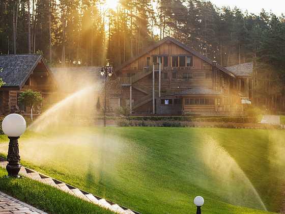 Ušetřete si práci se zahradními zavlažovači (Zdroj: Depositphotos)