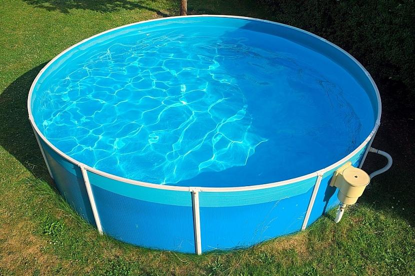 Údržba vody v bazénu s konstrukcí není nijak obtížná, je možné k němu pořídit celou řadu doplňků usnadňujících péči o vodu