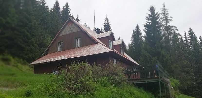 Plechová střecha potřebuje pravidelnou údržbu