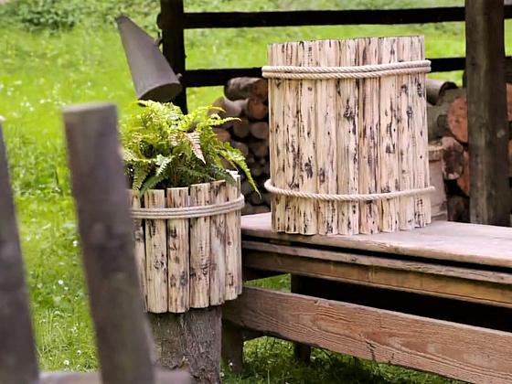 Opláštěte starý plastový sud, získáte stylový prvek na zahradu (Zdroj: Prima DOMA MEDIA, s.r.o.)