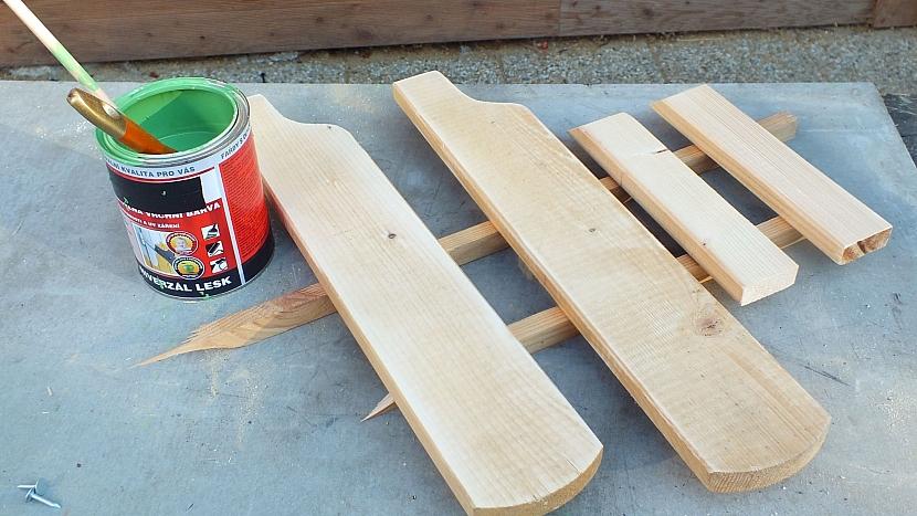 Křesílko ze staré židle: područky vyrobíme ze dvou plotových latěk
