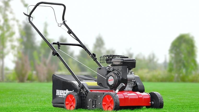 Jarní péče o trávník: akumulátorový provzdušňovač trávníků Hecht 1384