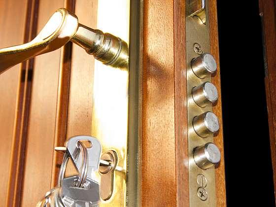 Pořiďte si bezpečné vstupní dveře (Zdroj: Depositphotos (https://cz.depositphotos.com))