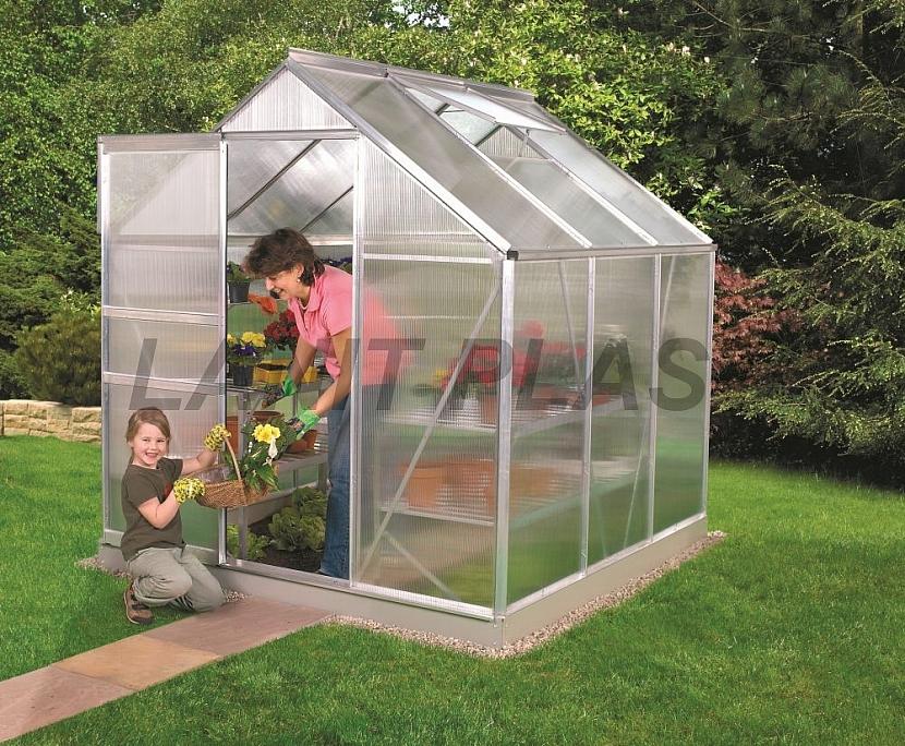 5. Je nutná podezdívka pod skleník?