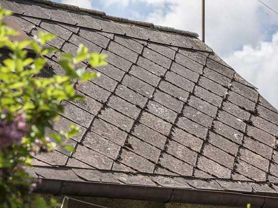 Jak vyměnit dosluhující eternit za novou ocelovou střechu (Zdroj: Ruukki)