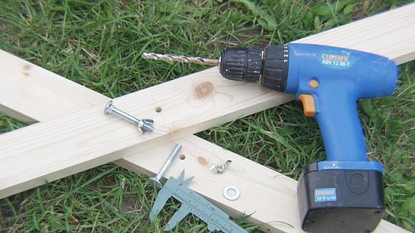 Udělejte si skládací zahradní stůl 4