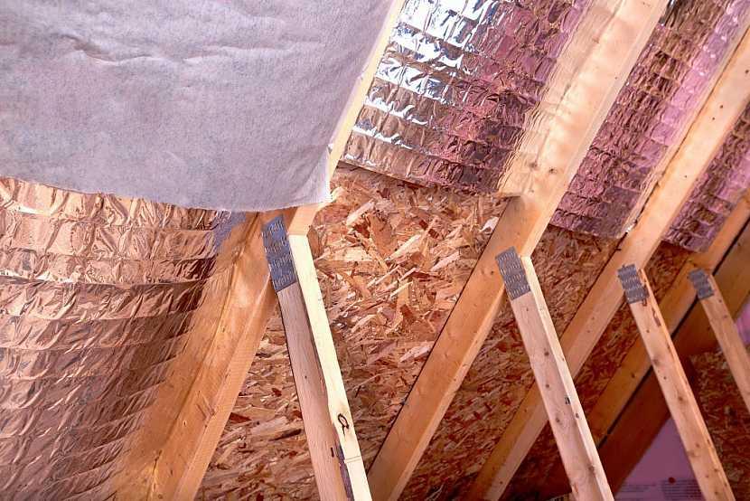 Při zateplování střechy je důležitá také kvalitní parozábrana