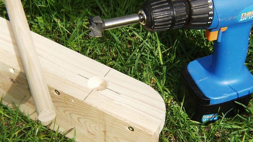 Udělejte si skládací zahradní stůl 6