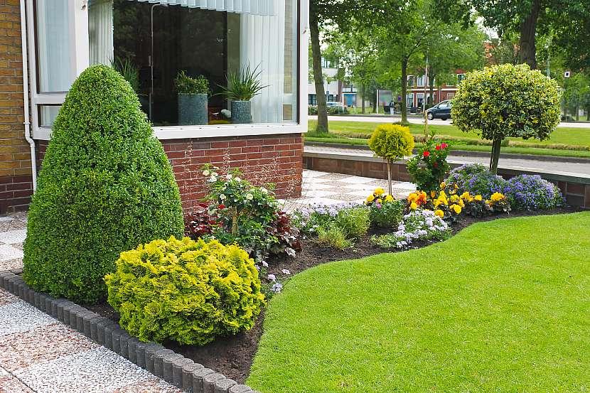 Moderní zahrada klade důraz na dokonalou symetrii