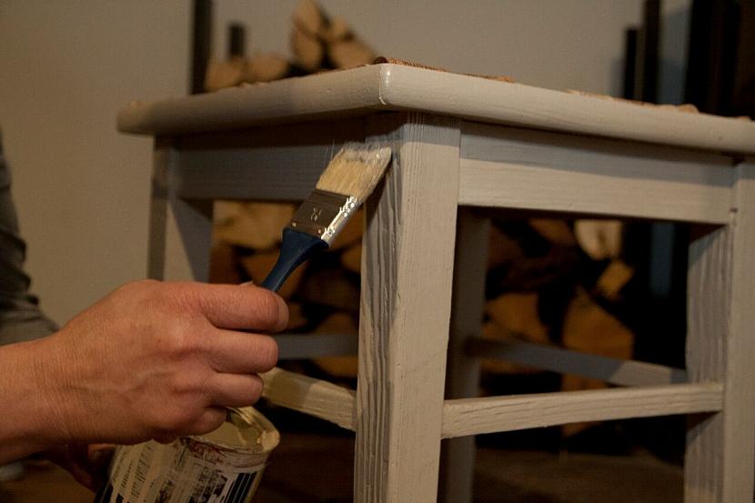 Jak zrenovovat stoličku a vylepšit ji sedákem z korkových zátek od vína 4