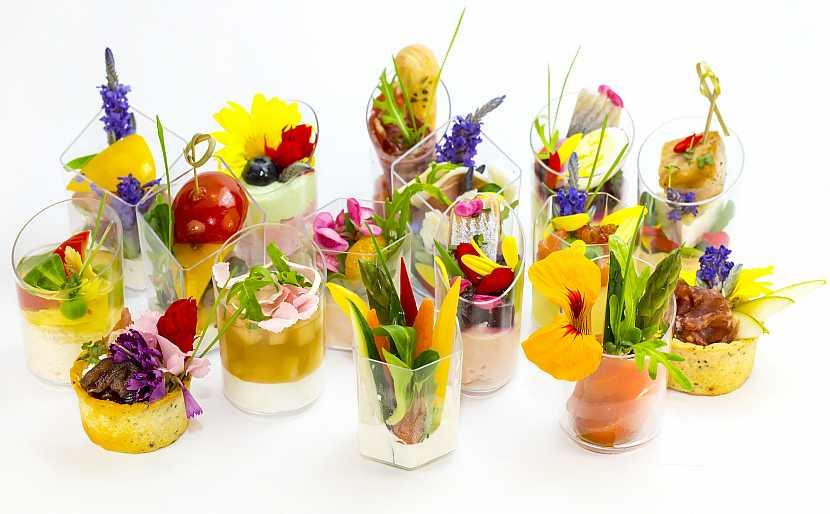Dezert s jedlými květy