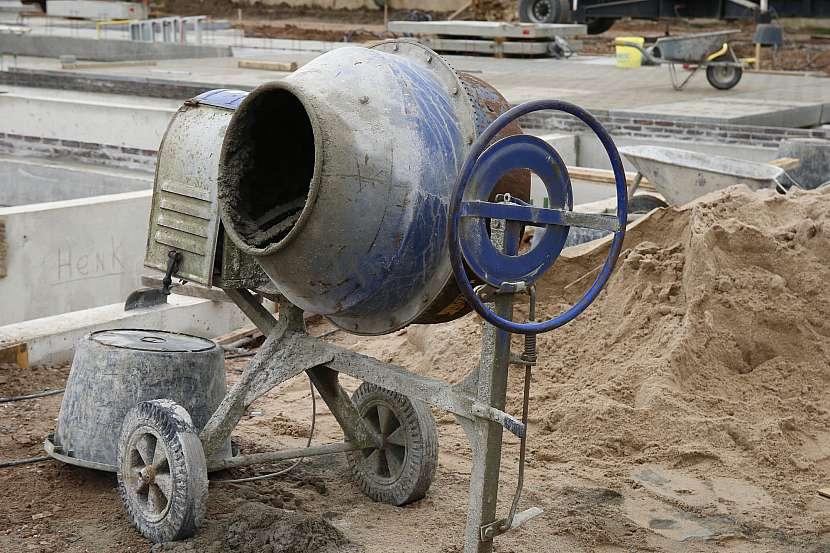 Velká stavební míchačka