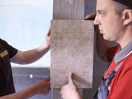 Šikovnému obkladači jde práce od ruky (Zdroj: Prima DOMA MEDIA, s.r.o.)