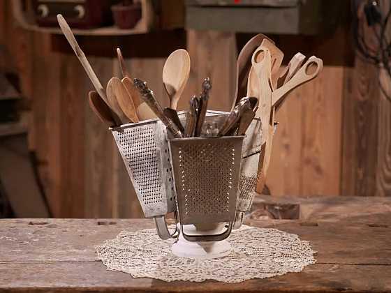Vyrobte si originální držák na kuchyňské náčiní ze struhadla (Zdroj: Prima DOMA)