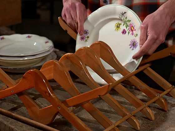 Vyrobte si praktický odkapávač na talíře (Zdroj: Prima DOMA)