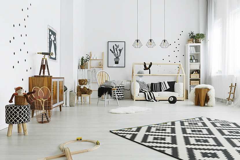 Dětský pokoj s bělenými dřevěnými podlahami