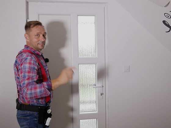 Seřízení dveří aneb jak vyřešit, když plastové dveře nedovírají (Zdroj: Prima DOMA)