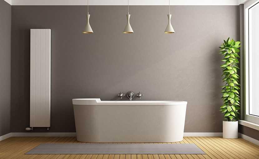 Podlaha v koupelně musí být především bezpečná, ať je z jakéhokoliv materiálu