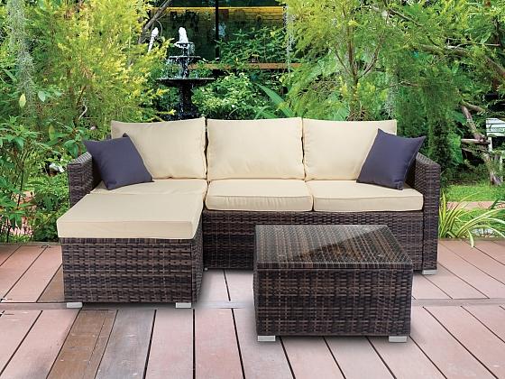 Koutek pro relaxaci i prostor pro stolování vytvoří zahradní nábytek (Zdroj: FAST ČR)