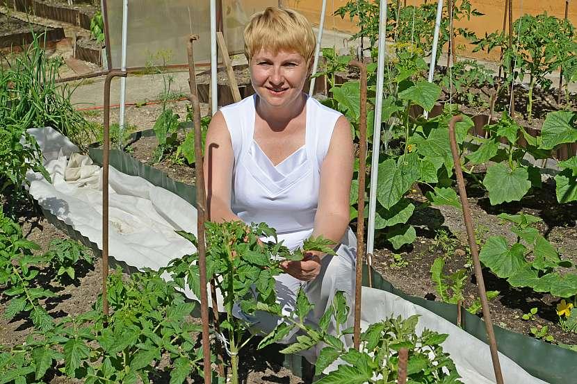 Žena v zahradě