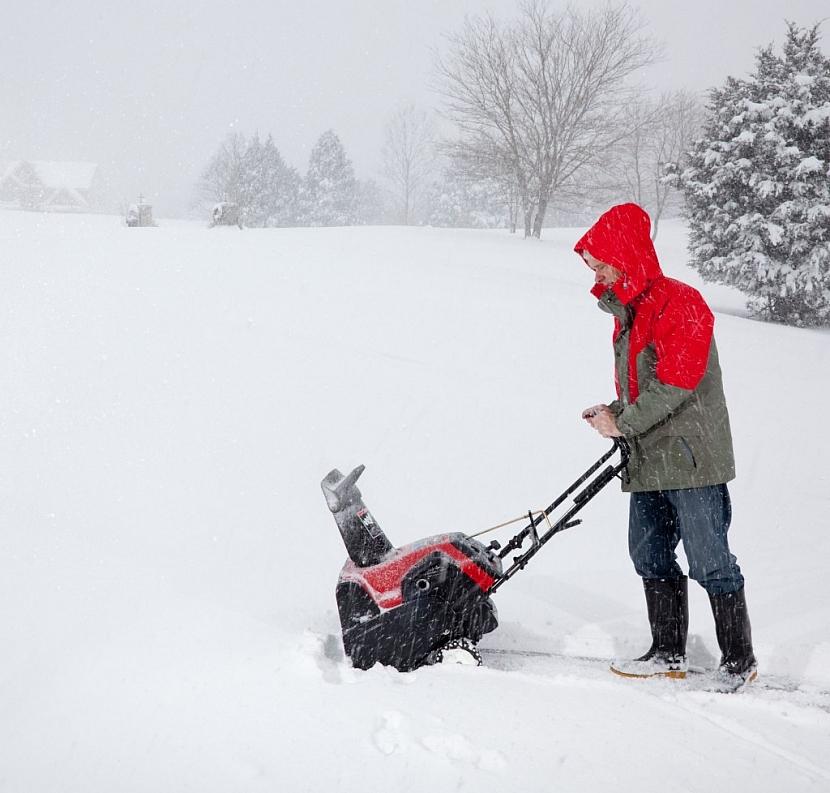 Připravte se na sníh zodpovědně a pořiďte si skutečného pomocníka na odklízení sněhu