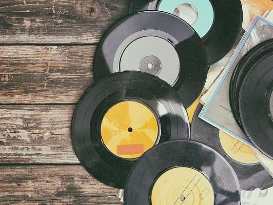 Vinylové desky proměňte ve stylové svítidlo (Zdroj: Depositphotos (https://cz.depositphotos.com))