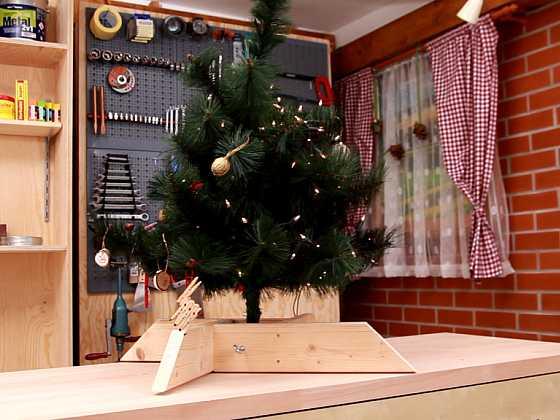 Vyrobte si stojánek na vánoční stromek (Zdroj: Prima DOMA)