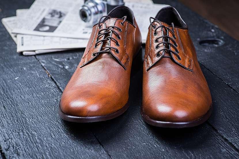 Vyleštěné nové kožené boty