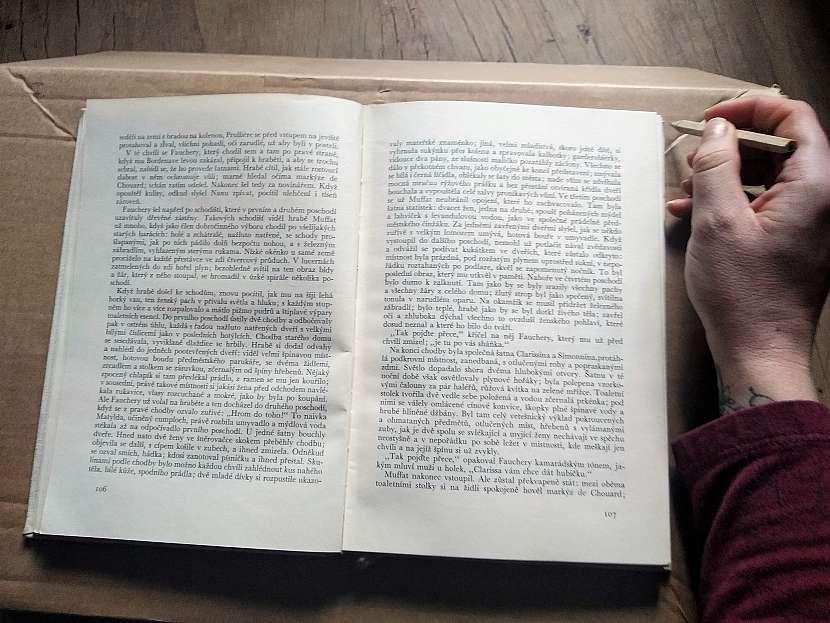obkreslení knihy na karton