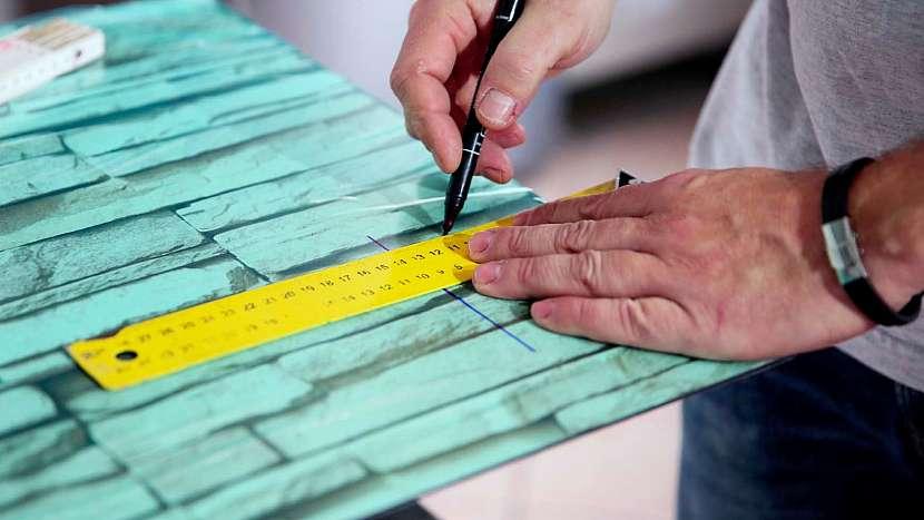 Instalace obkladové desky s potiskem: T.board můžete ještě dále rozměrově upravovat
