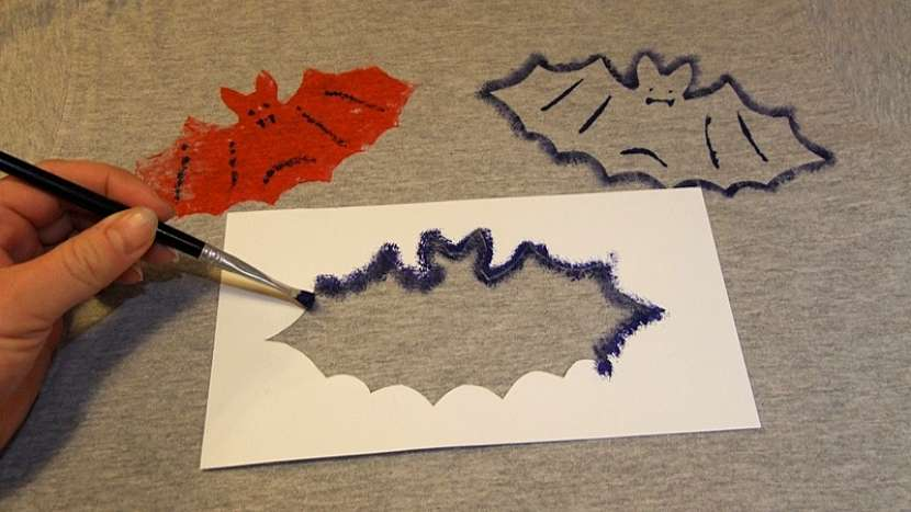 Tričko s netopýry: tupováním vytvoříme třetího netopýra