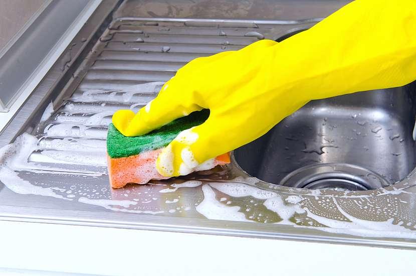 Mastné místa vyčistíte snadno přípravky s odmašťujícím účinkem
