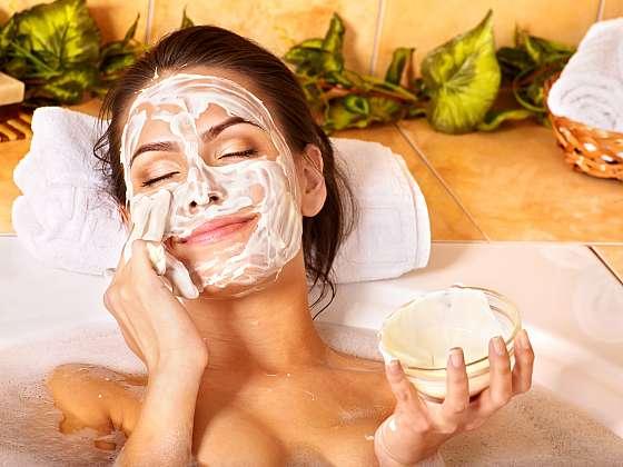 Domácí banánovou masku si vychutnejte třeba při relaxu ve vaně (Zdroj: Depositphotos (https://cz.depositphotos.com))