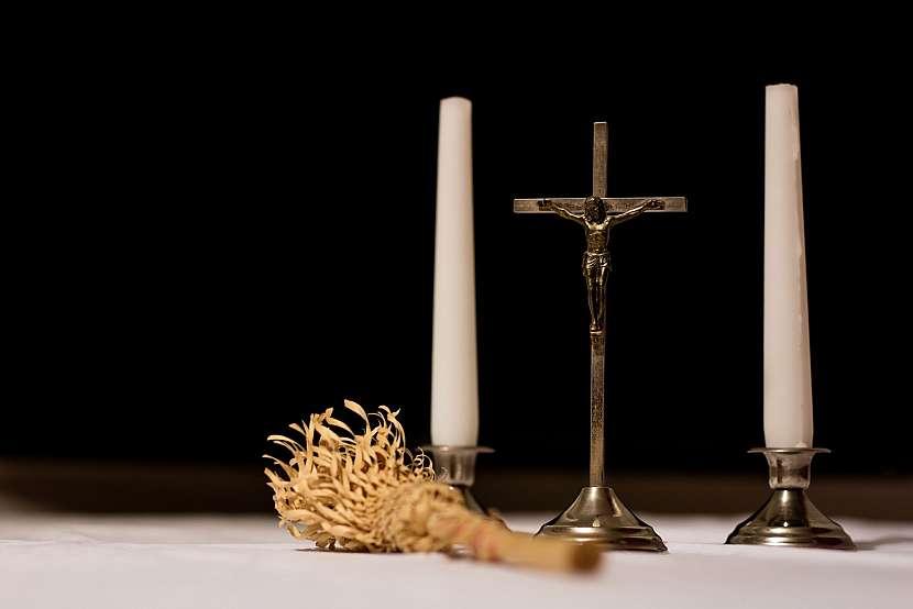 Výzdoba v kostele na velký pátek