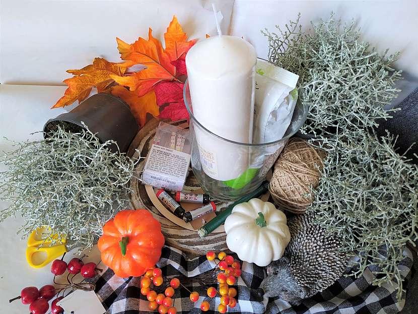 K výrobě podzimní dekorace potřebujete především 5 květináčků drátovce a pak potřebujete ještě další věci, které najdete na našem seznamu